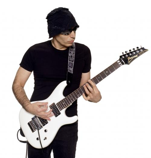 Joe SaTRiaNi oN THe RoaD aGaiN