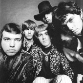 THe eLeCTRIC PRuNeS à BouTon RouGe